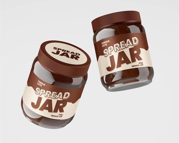 초콜릿 스프레드 모형이있는 유리 용기