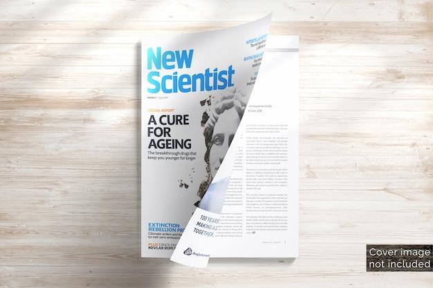 Глянцевая мягкая обложка, портретный макет журнала, полуоткрытый плоский вид