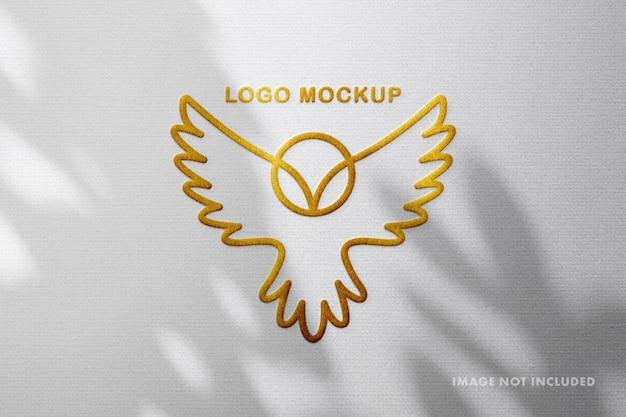 Макет логотипа с золотым тиснением