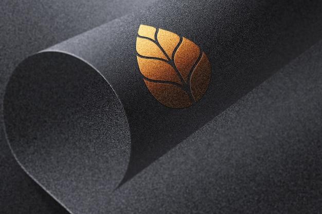 Золотой макет логотипа черная бумага