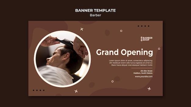 Cliente di grande apertura al banner del negozio di barbiere