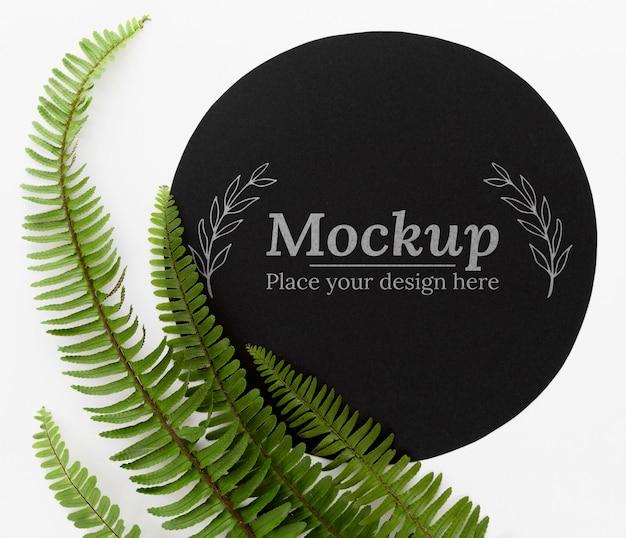 モックアップと緑の葉