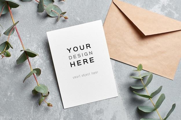 Макет поздравительной открытки с конвертом и веточками эвкалипта