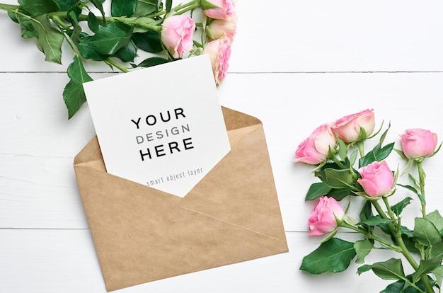 봉투와 장미 꽃 꽃다발 인사말 카드 모형