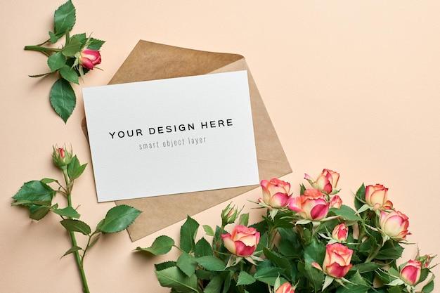Макет поздравительной открытки с цветами роз и конвертом