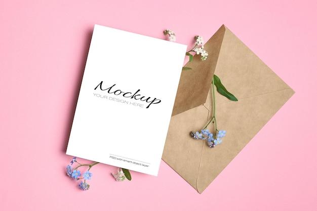 봉투와 봄 파란색 물망초 꽃 인사말 카드 모형