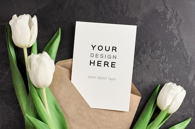 봉투와 검정에 흰색 튤립 꽃 인사말 카드 모형