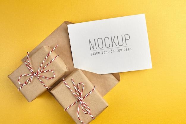 금 종이 배경에 선물 상자 인사말 카드 모형