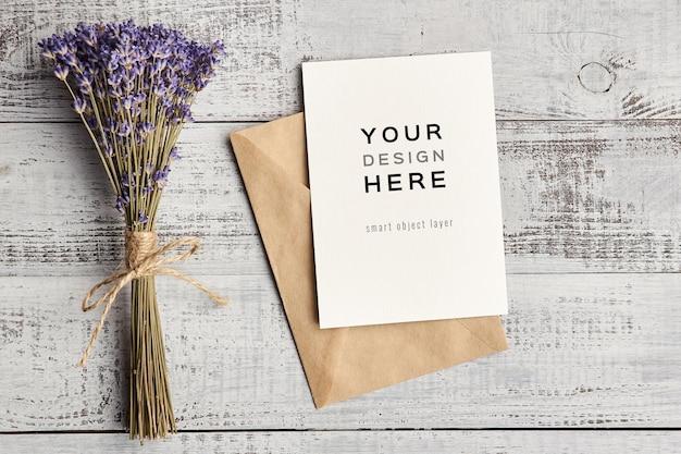 천연 라벤더 꽃 부케와 인사말 카드 모형 프리미엄 PSD 파일
