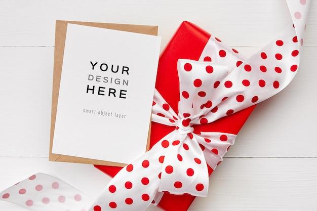 흰색 바탕에 활과 빨간색 선물 상자 인사말 카드 모형