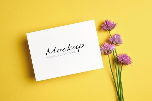 꽃 인사말 카드 또는 초대장 모형