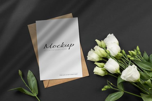 흰색 eustoma 꽃 인사말 또는 초대 카드 모형