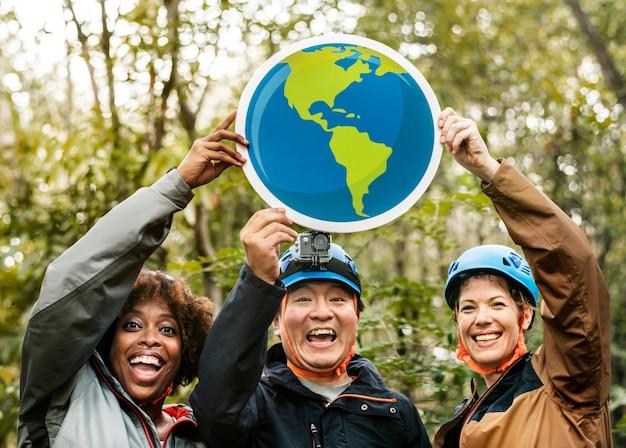Группа экологов с глобусом значок