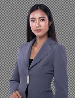 Фигурка с половинным телом, азиатская бизнес-леди 20-х годов умная в сером костюме блейзера смотрит на изолированную камеру. стенд для загорелой кожи с длинными прямыми черными волосами на белом фоне.