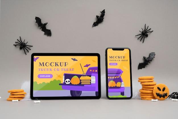 Disposizione di halloween con dispositivi mock-up