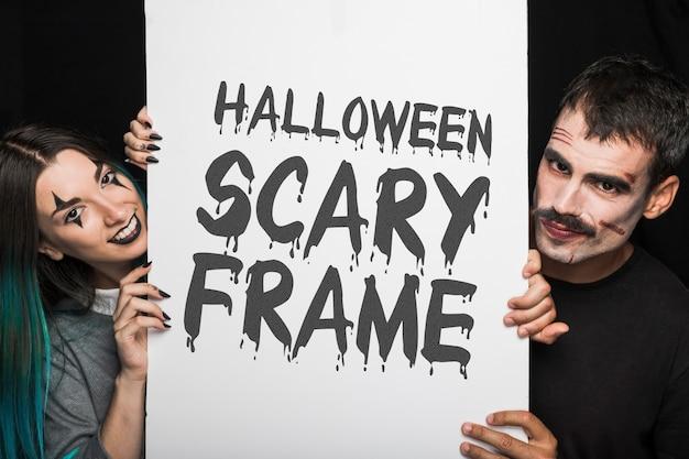 Хэллоуин макет с надписью на большой доске и пара