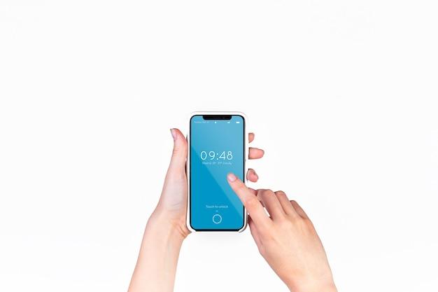 手持ちのスマートフォンモックアップ