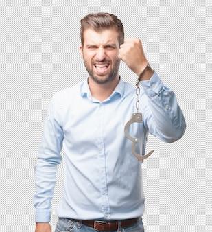 ハンサムな若い男の手の袖口