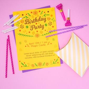 お誕生日おめでとうモックアップ手紙招待状とストロー