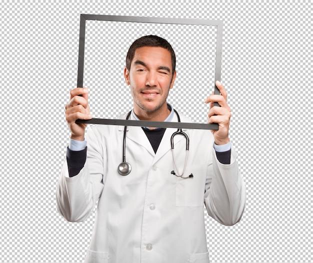 白い背景に幸せな医者