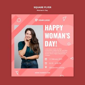 Счастливый женский квадратный флаер шаблон