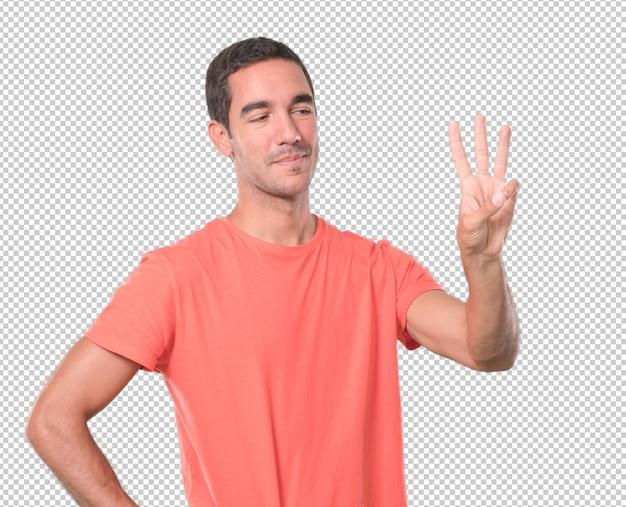 Счастливый молодой человек делает номер три жест