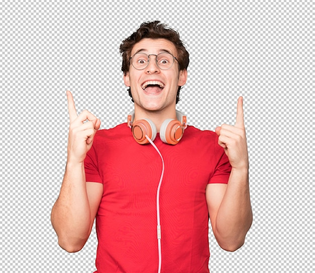 ヘッドフォンとスマートフォンを使用して上向きに幸せな若い男 Premium Psd