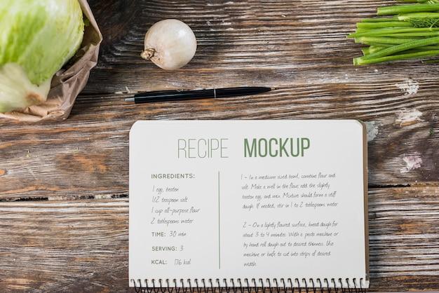 テーブルの上の健康食品のレシピのモックアップ