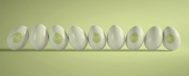 Высокий угол сбора пасхальных яиц на столе