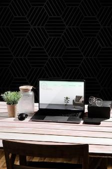 Высокий угол стола с ноутбуком и очками