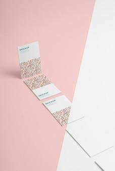 Визитные карточки с высоким углом узора