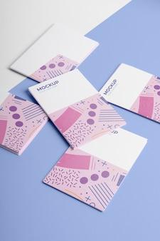 Визитные карточки с узором под высоким углом