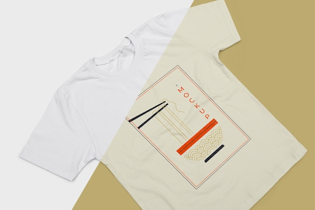 Angolo alto del mock-up del concetto di t-shirt