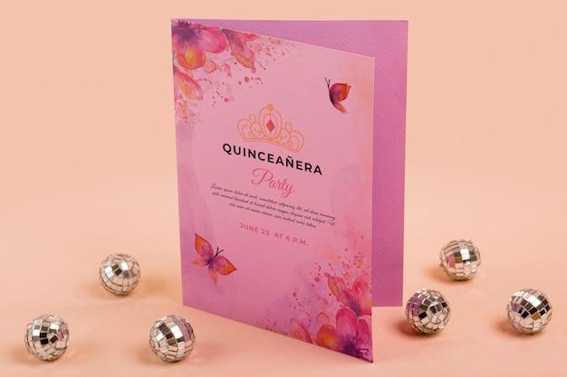 Высокий вид цветочные сладкие пятнадцать приглашения