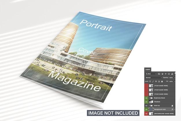 Высокий вид закрытого журнала макет