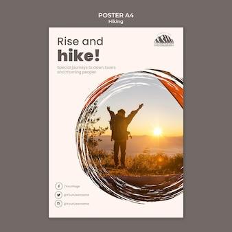Modello di poster di escursionismo