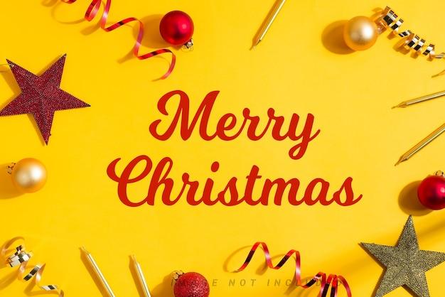 クリスマスのギフトボックスと装飾からのホリデーフレームのモックアップ。