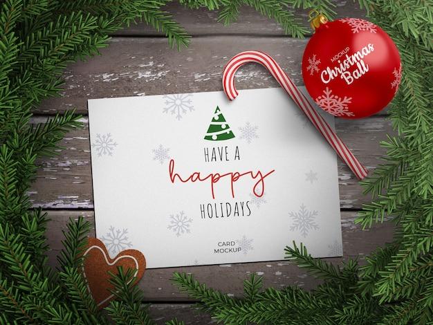 ホリデーグリーティングカードとクリスマスボールのモックアップ