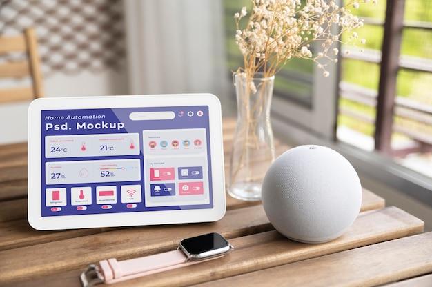 태블릿의 홈 자동화 앱 모형