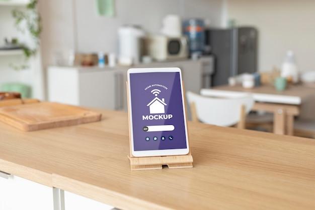 Modello di concetto di automazione domestica con tablet digitale