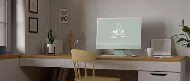 窓の横の机の上にコンピューター、消耗品、装飾を備えたホームオフィスのインテリアデザイン