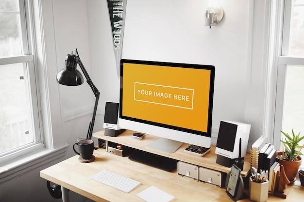 ノートパソコンのモックアップを備えたホームオフィス