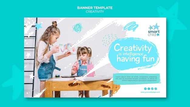 楽しんでいる創造的な子供のための水平バナー