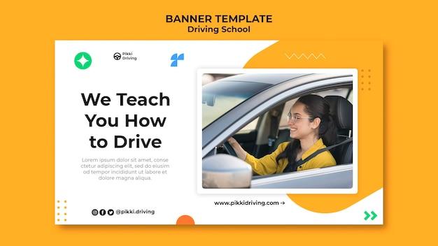 Modello di banner orizzontale per scuola guida con donna e auto