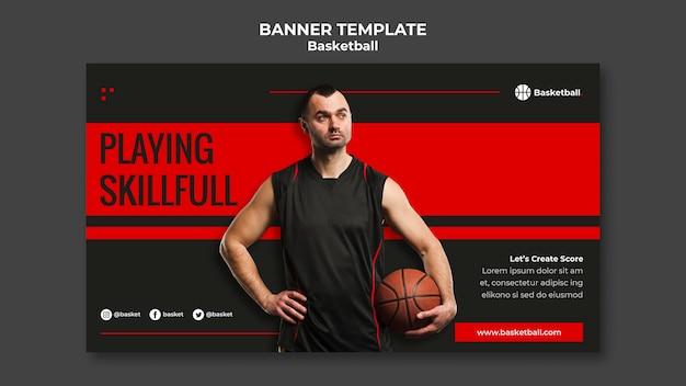 男性プレーヤーとバスケットボールゲームの水平バナーテンプレート