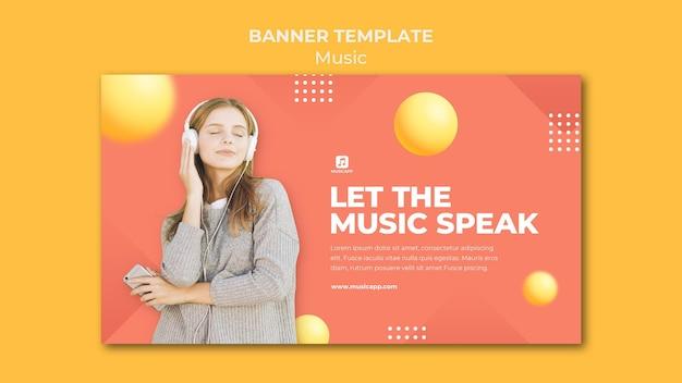 헤드폰을 착용하는 여자와 온라인으로 음악을 스트리밍하기위한 가로 배너 템플릿