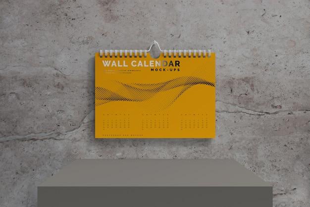 Мокап горизонтального настенного календаря