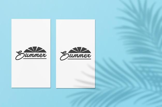 손바닥으로 instagram 이야기 여름 카드 모형은 그림자를 남깁니다.