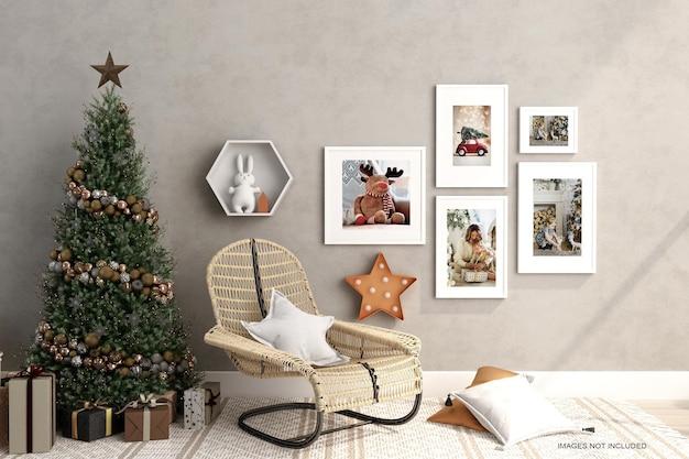 실내 포스터는 크리스마스 트리를 조롱합니다.