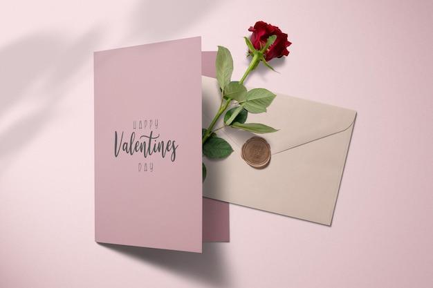 장미 장식 모형이있는 invitaion 카드